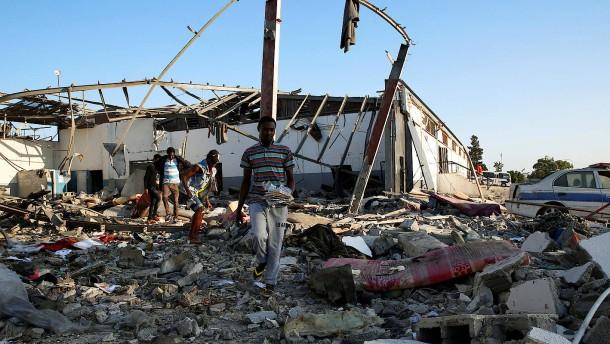 Zahlreiche Tote bei Luftangriff auf Flüchtlingslager