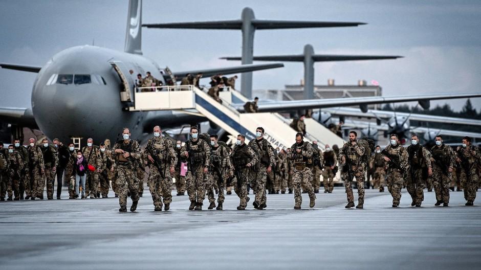 Bundeswehrsoldaten am Stützpunkt Wunstorf nach ihrer Rückkehr aus Afghanistan