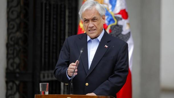 Chiles Präsident tauscht gesamte Regierung aus