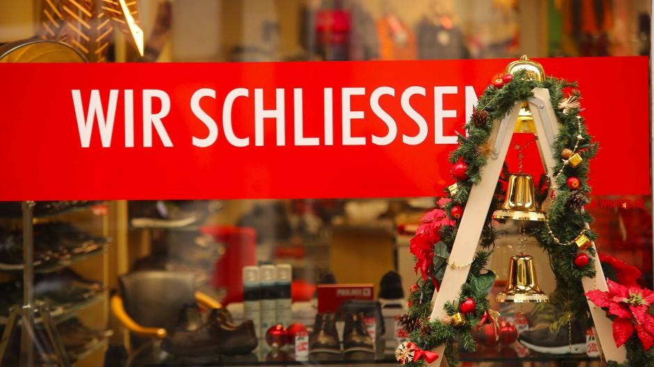 Schon jetzt müssen viele Filialen schließen, so auch dieses Schuhgeschäft in Wernigerode in Sachsen-Anhalt.