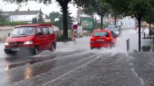 Überflutete Straßen und vollgelaufene Keller
