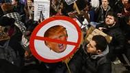 Britische Demonstranten wollen Trump-Besuch verhindern