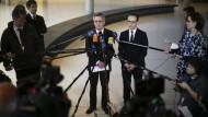 """Erste Konsequenzen aus """"Köln"""": De Maizière und Maas verkünden eine Einigung zu Ausweisungen krimineller Ausländer."""