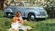 Szene einer Ehe: Neun Jahrzehnte gehörte Opel zu General Motors, auch in den rentablen Jahren des Wirtschaftswunders – hier ein Foto von 1950.