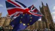 Noch zusammen, bald getrennt: Die britische und die europäische Flagge.