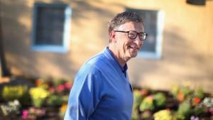 Bill Gates kippt sich Eiswasser über den Kopf