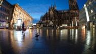 Platz vor dem Bahnhof in Köln: Eine Streife hatte den alkoholisierten Mann am frühen Samstagmorgen kontrolliert. (Archivbild)