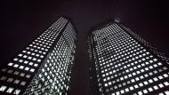 Zentrale der Deutschen Bank in Frankfurt am Main. Ihre Tricksereien auf dem amerikanischen Immobilienmarkt kosten die Deutsche Bank mehr als sieben Milliarden Dollar.