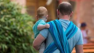 Mehr Väter beziehen Elterngeld
