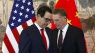 Betretene Mienen bei den amerikanischen Verhandlungsführern Steven Mnuchin und Robert Lighthizer am 1. Mai in Peking