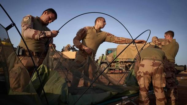 Macron rüstet Truppen in Sahel-Zone weiter auf