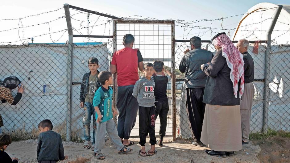 Im Lager Hassan Scham: Hier treffen Männer, die für den IS kämpften, auf Menschen, denen der IS alles genommen hat.