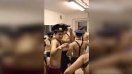 """Schülern des Instituts für Zivilluftfahrt in Uljanowsk tanzen in diesem Videoclip zu Benny Benassis Lied """"Satisfaction""""."""
