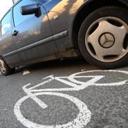 Zugeparkt: Frankfurter Radwege sind oft durch Falschparker blockiert.