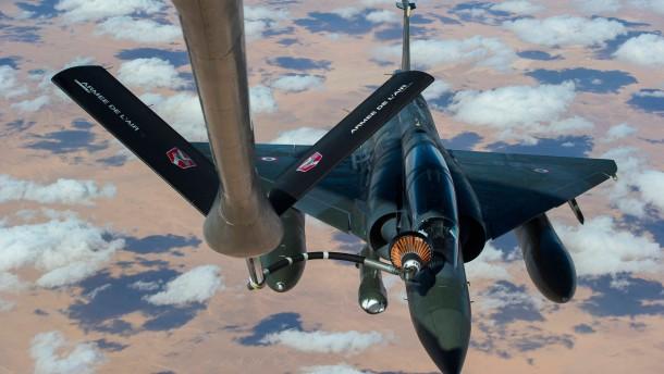 Mirage-Kampflugzeug der französischen Luftwaffe betankt