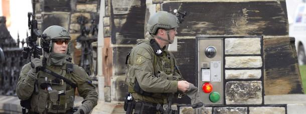 Spezialkräfte der kanadischen Polizei riegeln das Parlament ab.