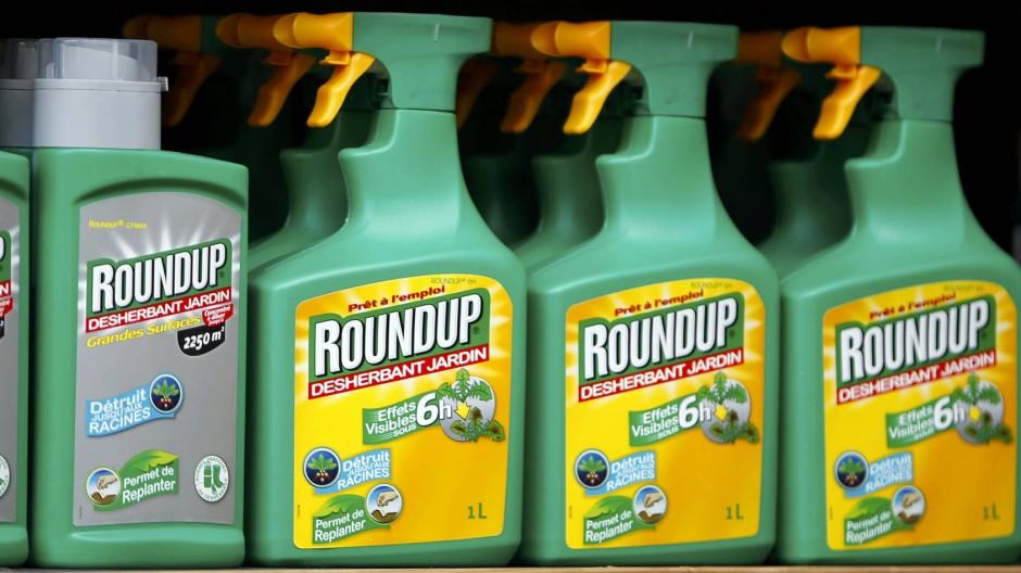 Nicht nur für Unkraut gefährlich: Herbizide mit dem Wirkstoff Glyphosat können laut einer Studie der WHO potentiell krebserregend sein.