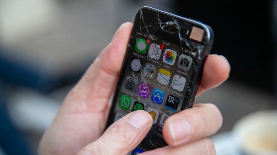 """Geht es nach dem österreichischen Roten Kreuz, befindet sich bald auf jedem Smartphone die """"Stopp Corona-App""""."""