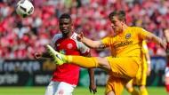 Schlussakkord: Gegen RB Leipzig wollen Bastian Oczipka (rechts) und die Eintracht besser aussehen als im zurückliegenden Spiel in Mainz.