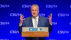 Bayerns Innenminister Herrmann ermahnt BAMF zu mehr Sorgfalt