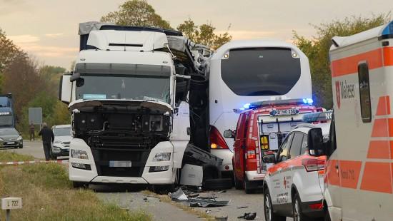 Schweres Busunglück bei Speyer