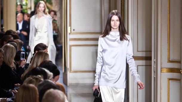 Prêt-à-porter Paris - Mehr als 100 Internationale Designer präsentieren  in Paris ihre Mode-Kollektionen der Saison Frühjahr/Sommer 2013.