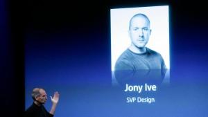 Queen schlägt Designer von Apple zum Ritter