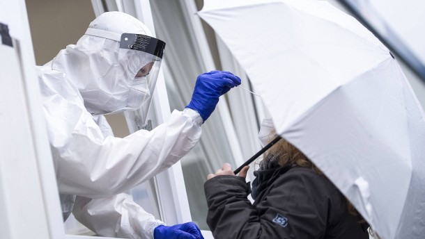 RKI meldet knapp 11.000 Neuinfektionen