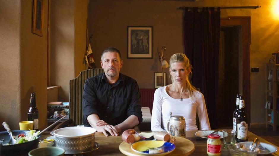 """""""Ein Gewebe, das sich über die Dinge legt"""": Götz Kubitschek und Ellen Kositza beim Abendessen in Schnellroda."""