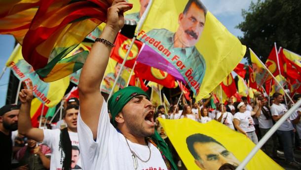 30.000 Kurden demonstrieren friedlich in Köln