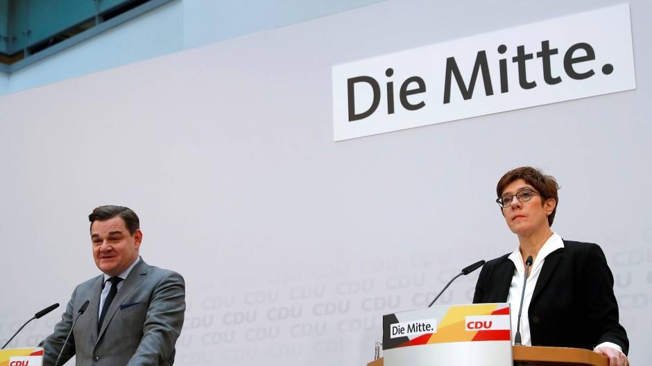 CDU-Vorsitzende Kramp-Karrenbauer am Montag in Berlin mit dem Hamburger CDU-Spitzenkandidaten Marcus Weinberg