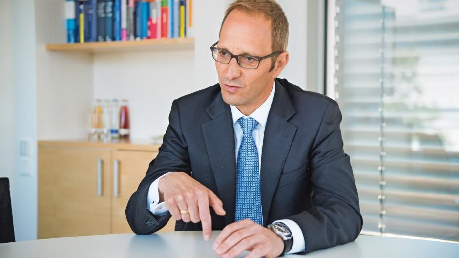 Christian Rödl leitet das mittelständische Prüfungs- und Beratungsunternehmen Rödl & Partner. Der Rechtsanwalt und Steuerberater ist zudem Vizepräsident der IHK Nürnberg für Mittelfranken und lehrt als Honorarprofessor Unternehmensnachfolge und Internationale Steuerplanung an der Universität Erlangen Nürnberg.