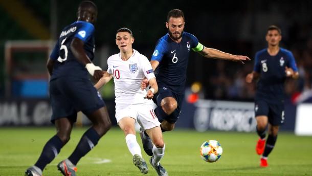 Frankreich gewinnt kurioses Auftaktspiel gegen England
