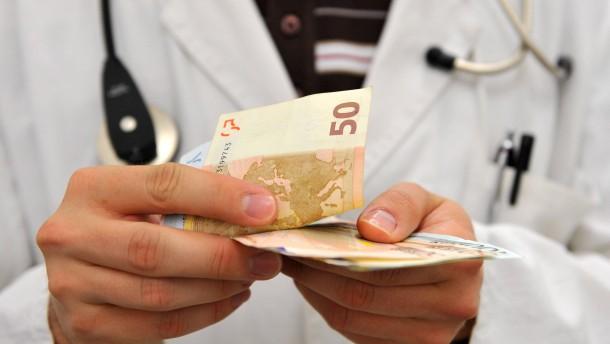 Privatversicherte müssen deutlich mehr zahlen