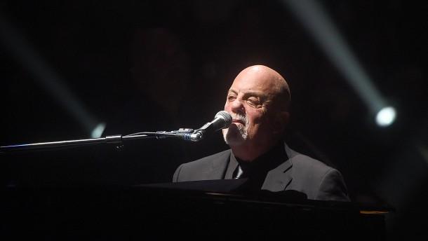 Billy Joel trägt gelben Judenstern bei Konzert in New York