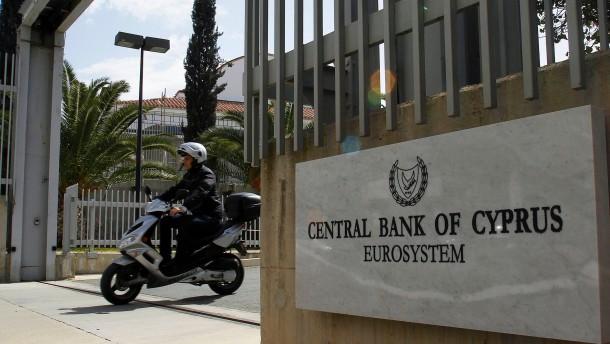 Standard & Poor's senkt Zyperns Kreditwuerdigkeit