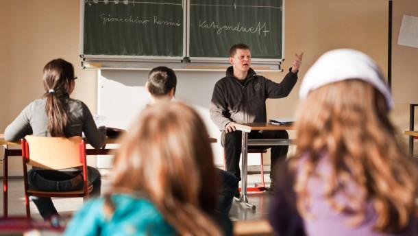 Mehr Lehrer für Schulen in Hessen