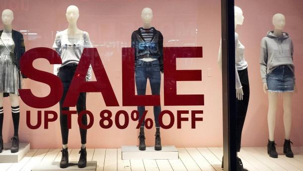 Modehändler H&M meldet starken Gewinneinbruch