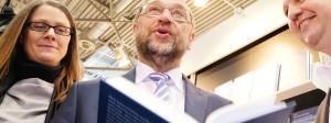 SPD-Kanzlerkandidat  Martin Schulz liest aus seiner Biographie vor.