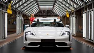 Wie Porsche während des Super Bowls Tesla angreift