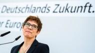 Unter Druck: CDU-Vorsitzende Kramp-Karrenbauer