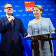 Der amtierende Berliner Oberbürgermeister Michael Müller und die neu gewählte Berliner SPD-Parteispitze Franziska Giffey und Raed Saleh (links)