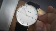 """Schramberg: Bestens in Form präsentiert sich das jüngste Modell der Schwarzwälder Uhrenfabrik Junghans. Deshalb heißt die Uhr auch """"Form A"""", wobei der Buchstabe für das eingebaute Automatikwerk steht. 840 Euro."""
