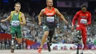 Heinrich Popow (mitte) gewann bei Paralympics-Teilnahmen bereits eine Gold-, eine Silber- und drei Bronzemedaillen.