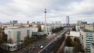 Karlsruhe über Berlin: Das Bundesverfassungsgericht kippt den Mietendeckel.