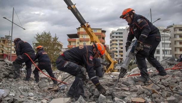 Zahl der Erdbeben-Opfer in Albanien steigt
