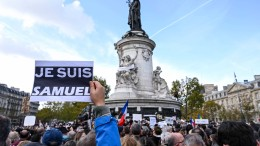 Entsetzen und Wut über Mord an Lehrer bei Paris
