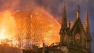 Die brennende Kathedrale Notre-Dame in Paris