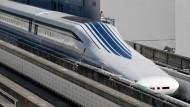 Japanischer Zug fährt über 600 km/h