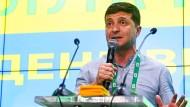 """Selenskyj nach dem überwältigenden Sieg seiner Partei """"Diener des Volkes"""" im Hauptquartier der Partei in Kiew."""